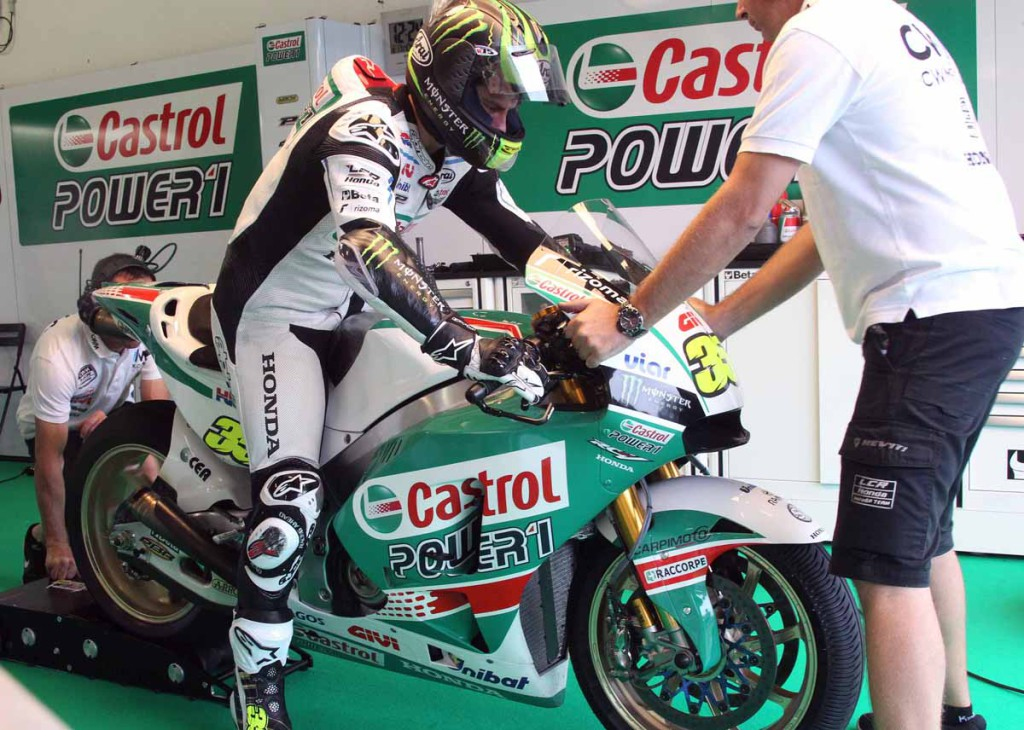 The CWM sponsorship of Cal Crutchlow's LCR Honda seems to be suspended. Crutchlow rolled out new Castrol colors at the Michelin test today.