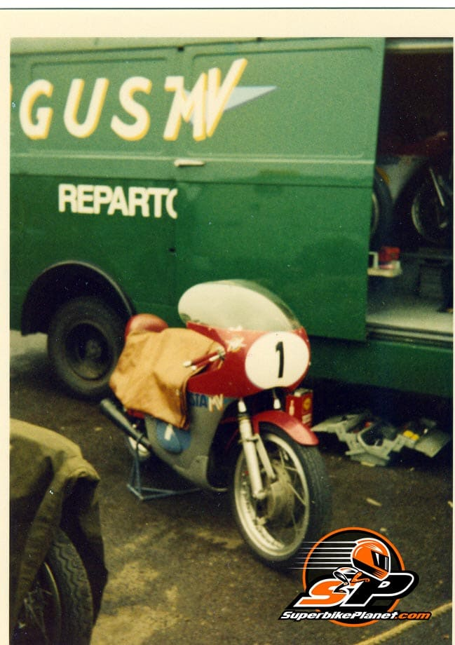 The factory MV team raced at Silverstone. Their rider at this event Giacomo Agostini.