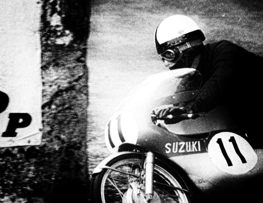 Degner at the IOM in 1965. He is riidng the 50cc Suzuki. the bike was transformed with the information Degner supplied to the Japanese.
