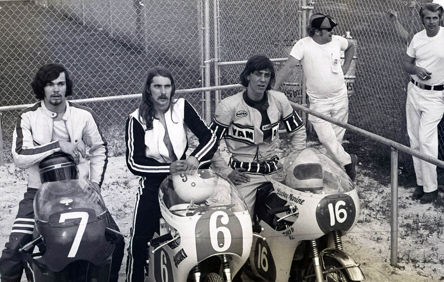 This photo has nothing to do with Lima or AFT. The 70s: hair, white pants and exposed fork springs.